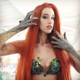Mermaid arms painting @guyschotte @mermaidceline #bodypainting #body #bodyart #shootingoftheday #artoftheday #posing #photography #bodypaint #modelling #art #model #pool #shooting #photos #picture #pictureoftheday #followme #mermaid