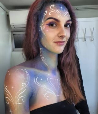 Quick backstage pic of a fairy - Shooting today for #goodmark 🙂 #mua #photoshoot #shootingoftheday #fairy #shiny #pastel #backstage #bodypainting #girly #bodyspray